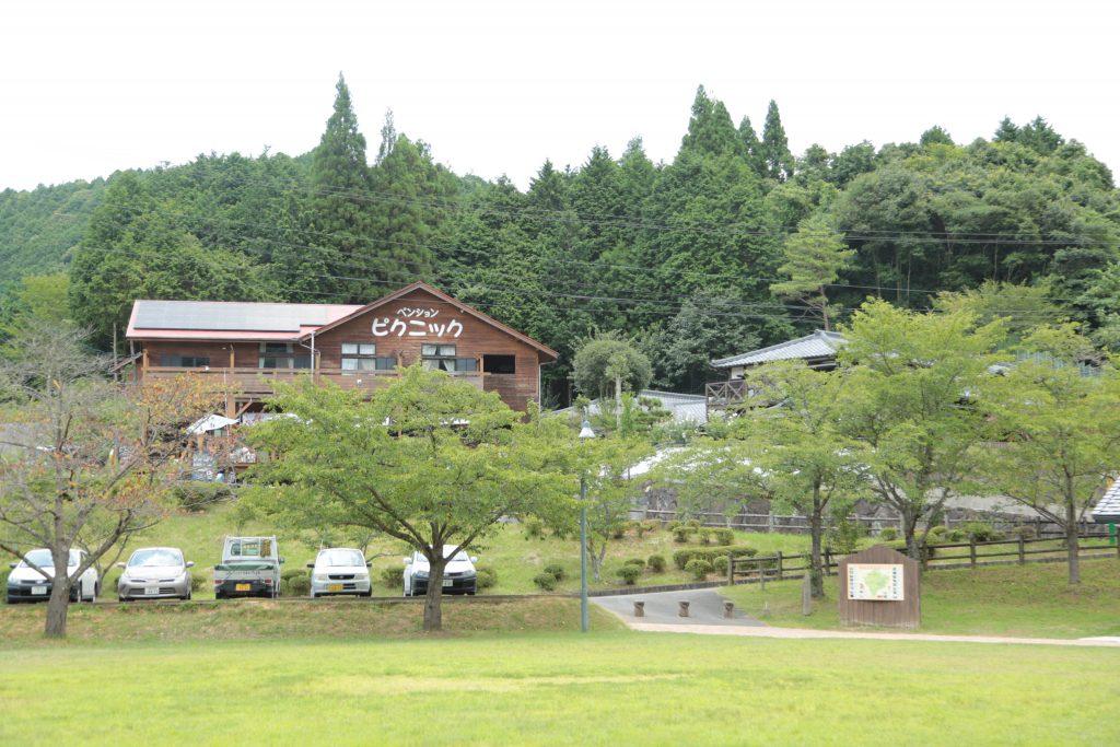 MABOROSHI VILLAGE会場横に構えるペンションピクニック
