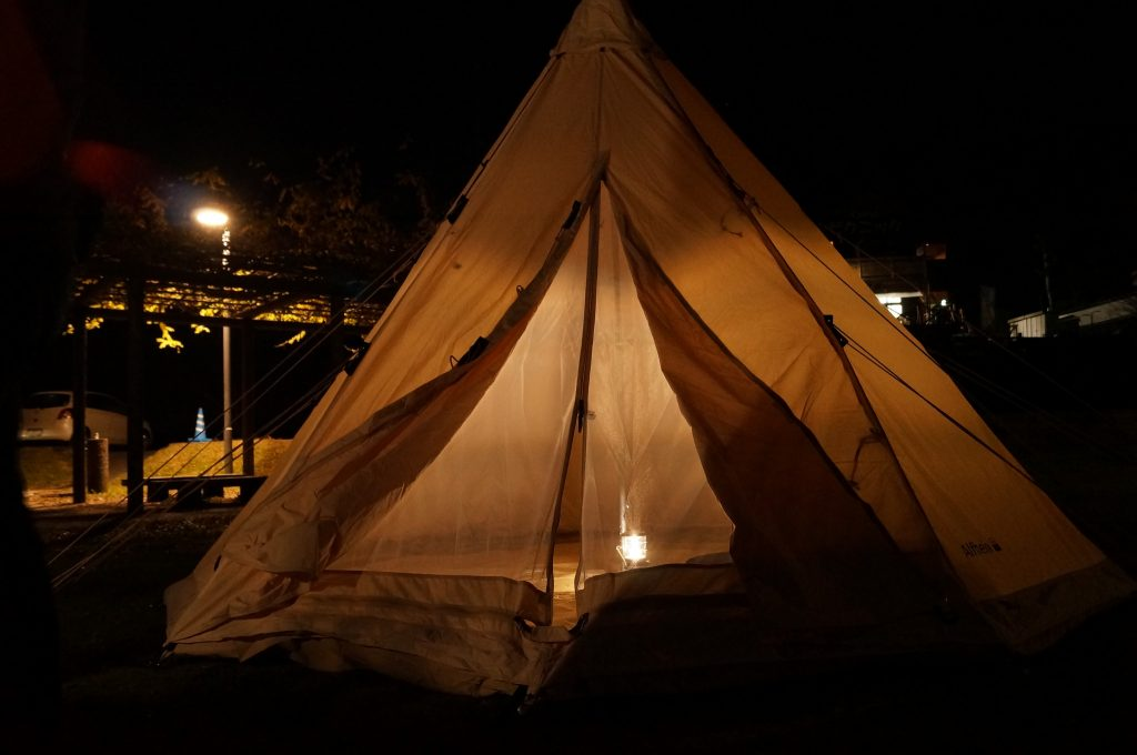 夜はこちらのテントに宿泊